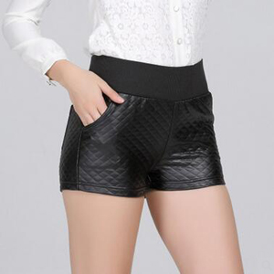 Checked PU leather exposed wear shorts outside wholesale