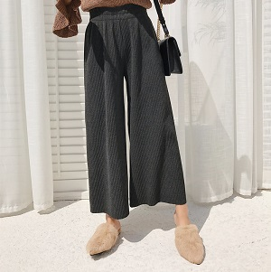 Wholesale knitted woolen pleated wide leg pants
