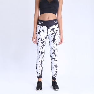 Black and white printed tight yoga leggings